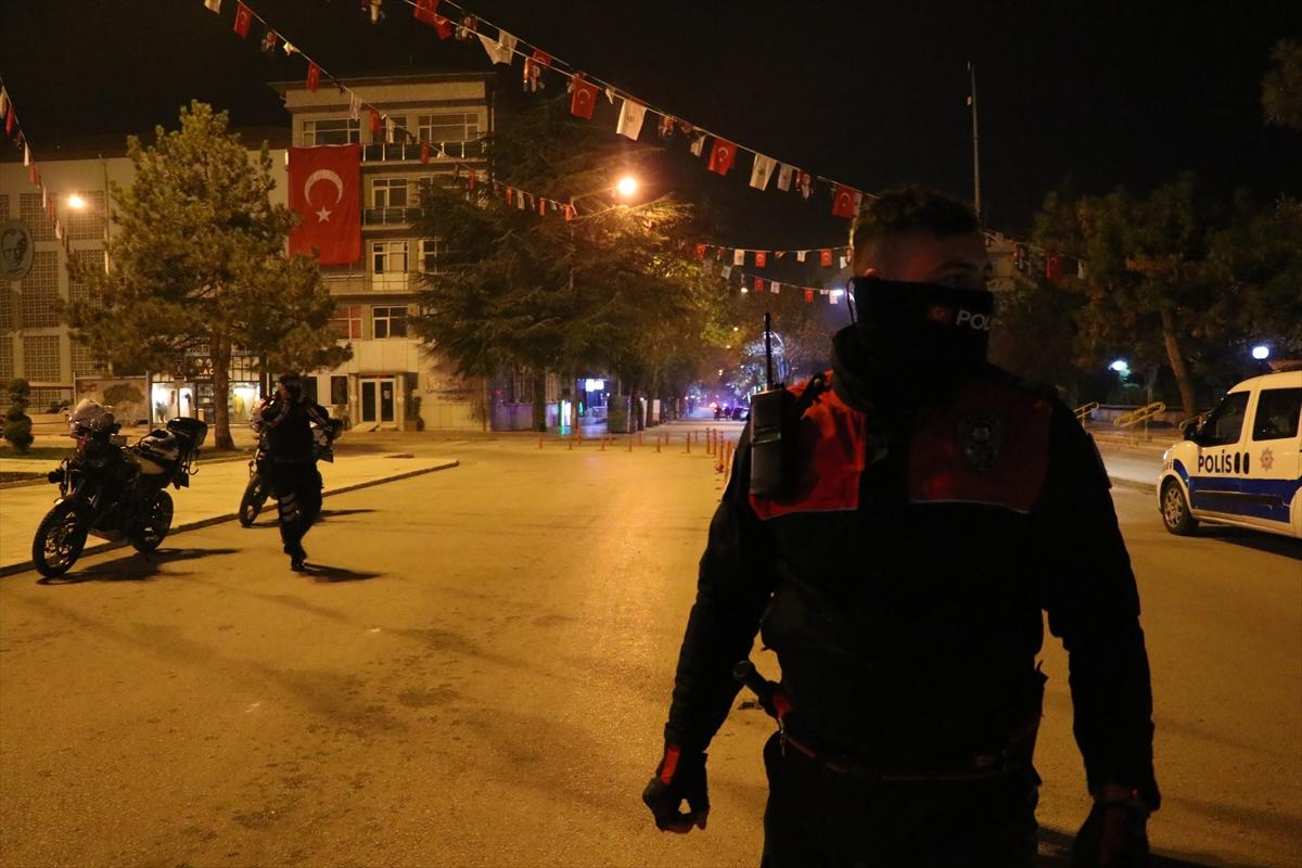 Burdur'da sokağa çıkma kısıtlamasına uymayan 4 kişiye cezai işlem yapıldı