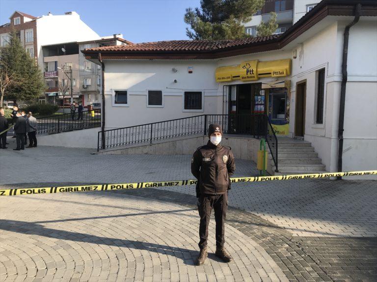 Bursa'da iki silahlı şüpheli PTT şubesinden yaklaşık 8 bin liralık soygun yaptı