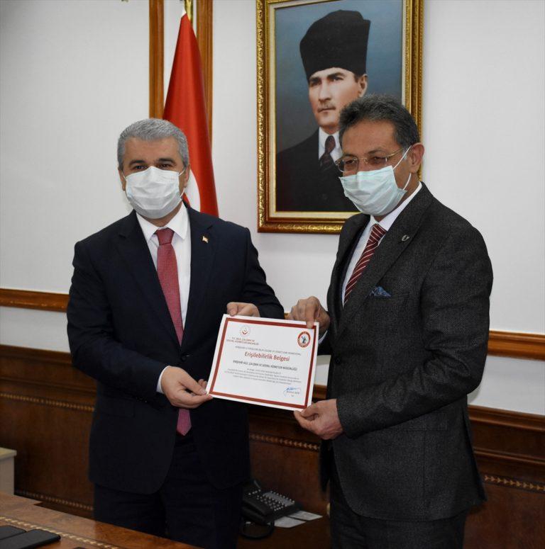 Engellilerin Kırşehir Valisi Akın'dan istekleri tebessüm ettirdi