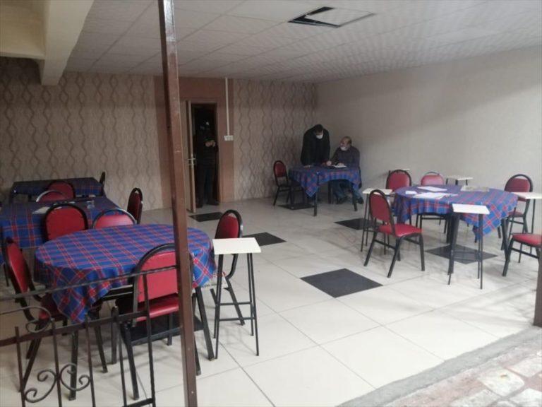Eskişehir'de mühürlü iş yerinde kumar oynayan 27 kişiye para cezası