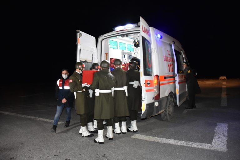 Hakkari'de ikmal faaliyeti sırasında meydana gelen araç kazasında yaralanan asker hayatını kaybetti