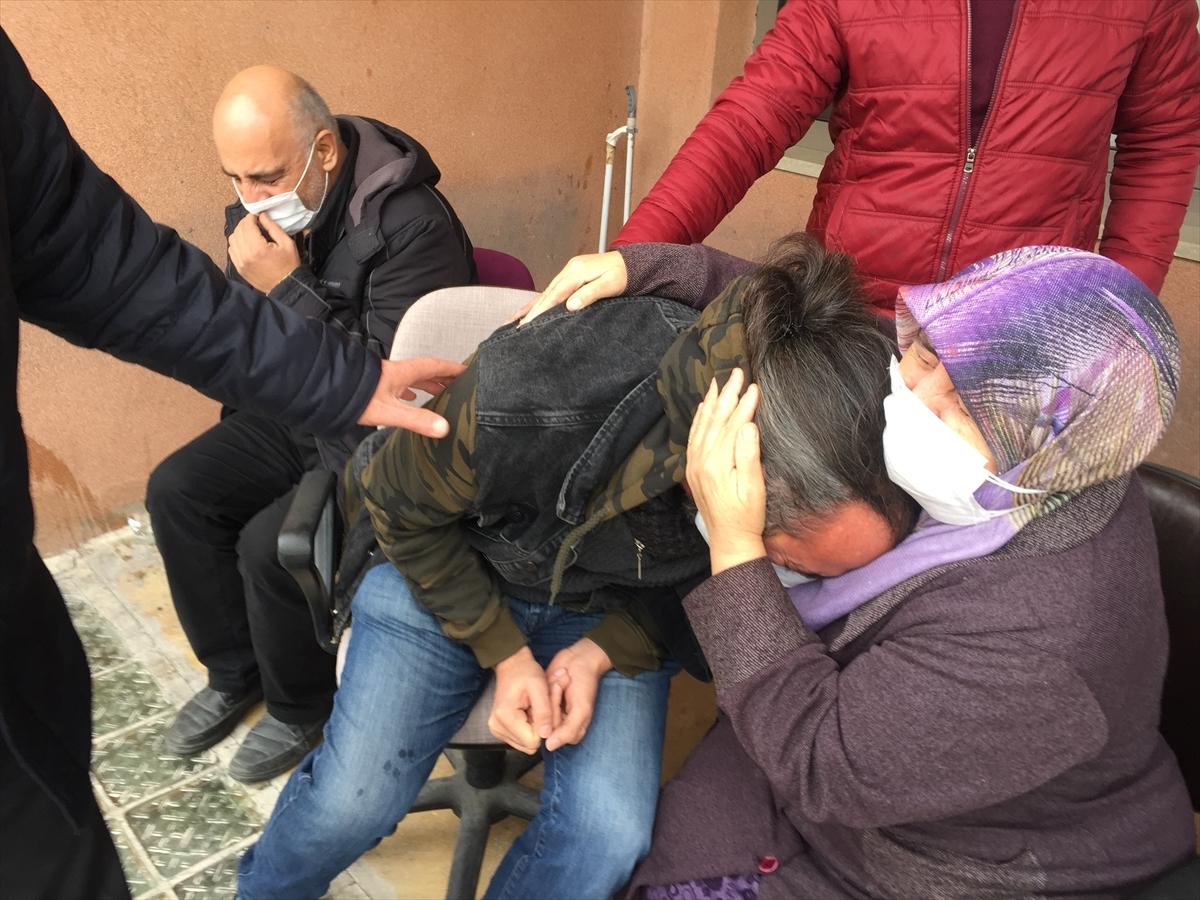 Kovid-19 nedeniyle yaşamını yitiren hemşire  Ünal  son yolculuğuna uğurlandı