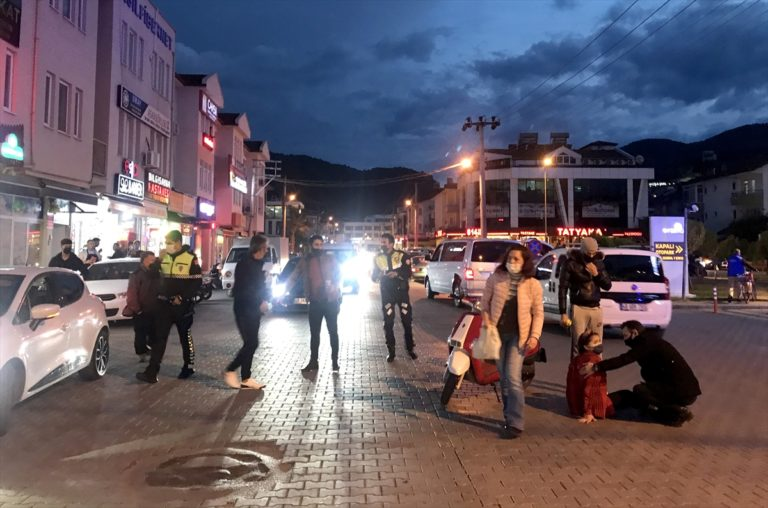 Muğla'da otomobille çarpışan motosikletteki 2 kişi yaralandı