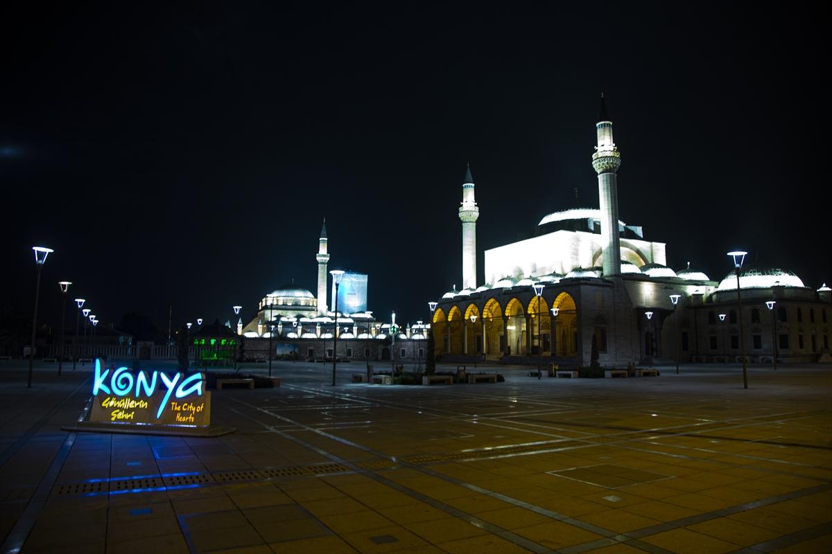 Sessizliğinin hakim olduğu Konya'nın cadde ve sokakları havadan görüntülendi