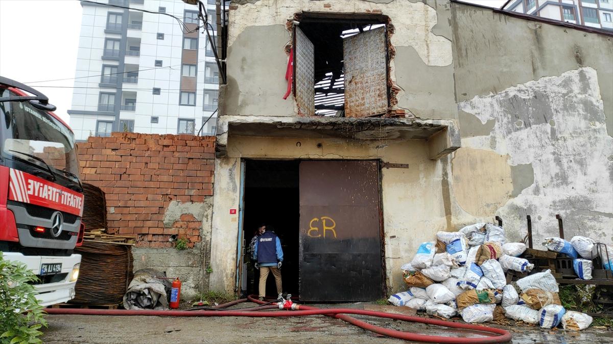 Sultangazi'de bir fabrikada çıkan yangın söndürüldü