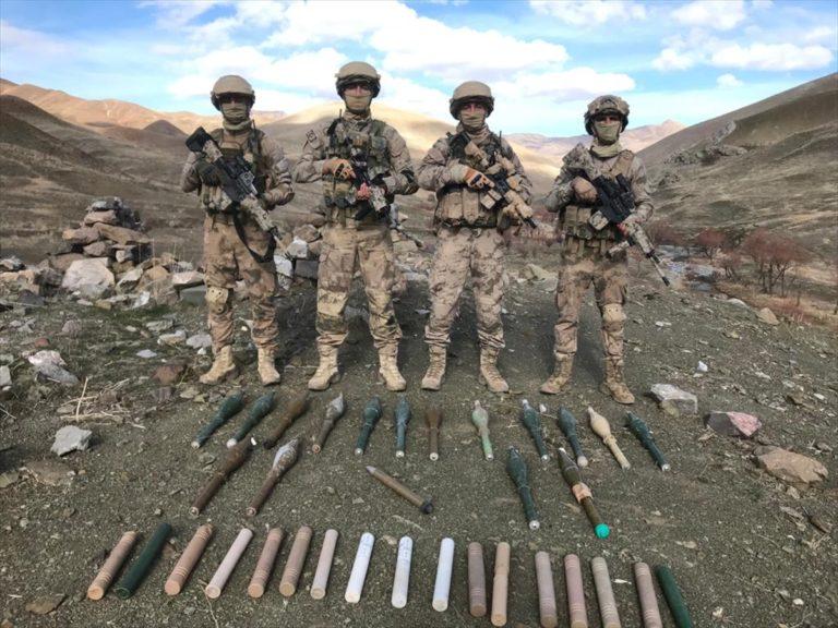 Van'da PKK'lı teröristlere ait silah ve roketatar mühimmatı ele geçirildi