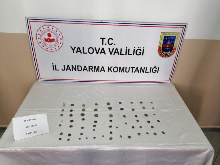 Yalova'da 63 parça sikke ve tarihi eser niteliğinde obje ele geçirildi