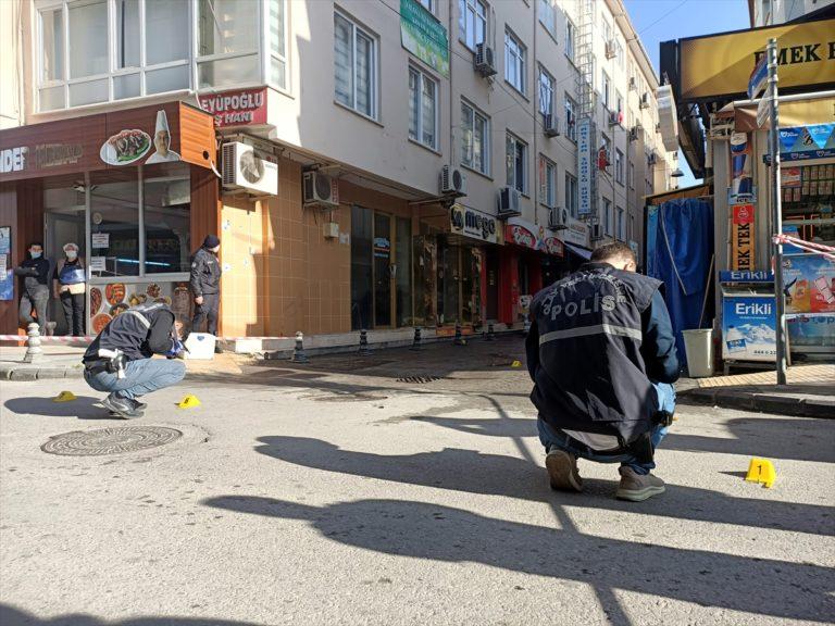 Yalova'da bir iş yerine yönelik silahlı saldırı kameraya yansıdı